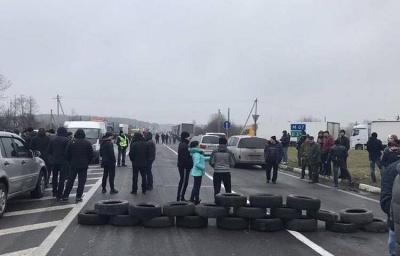 """Митниця порахувала збитки від блокування """"євробляхарями"""""""