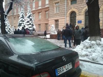 Нардеп Рибак заявив, що в Чернівцях «євробляхери» закидали його сніжками
