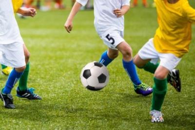 Як гра у футбол впливає на здоров'я дитини