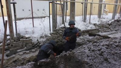 У Чернівцях рятувальники на території казначейства знешкодили гранату - фото