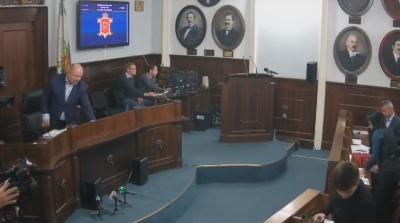Продан оголосив перерву в роботі сесії міськради на невизначений термін
