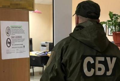 У Чернівцях чиновник вимагав хабарі за оформлення біометричних паспортів поза чергою