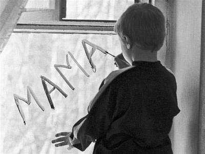 Покинула двох малюків і зникла: на Буковині засудили горе-матір