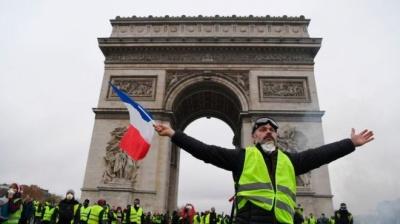 Сльозогінний газ і сутички: у Франції протестують проти росту цін на пальне