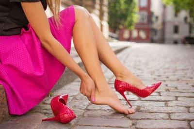 Що робити, якщо гризуть нові туфлі