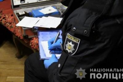 У Києві чоловік вбив матір та подругу, а потім викинувся з вікна