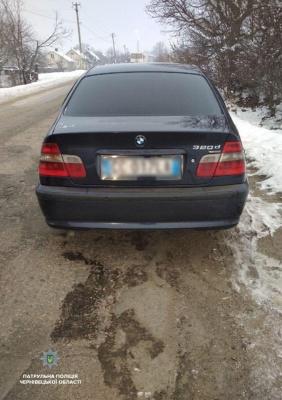 У Чернівцях BMW зіткнулося з Mitsubishi: п'яний водій втік з місця ДТП - фото