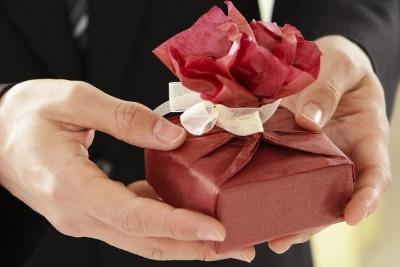 Як навчити чоловіка дарувати правильно подарунки: практичні поради