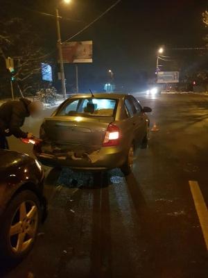 У Чернівцях п'яний водій врізався у дві автівки - фото