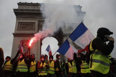 У Франції вирішили відкласти подорожчання палива через протести