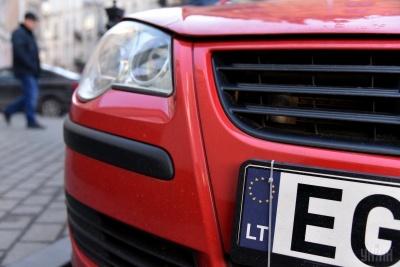 Водії «євроблях» залишають авто за кордоном, щоб не платити мито і заставу - відео