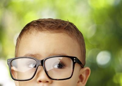 Чому прогресує короткозорість у дітей