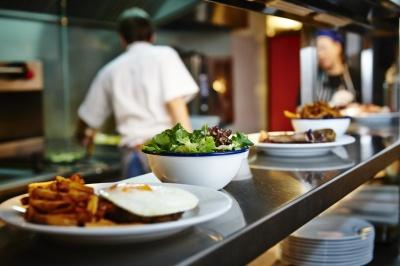 Пожежа в автівці та безкоштовні обіди в ресторані. Головні новини 5 грудня