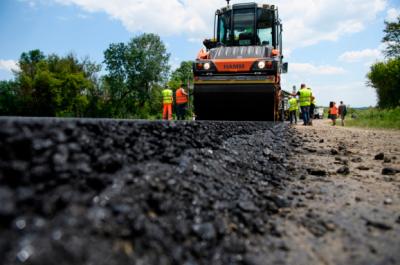 Уряд обіцяє рекордну суму для ремонту доріг у 2019 році