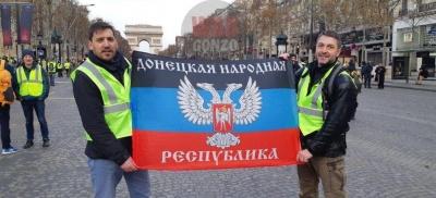 Під час протестів «жовтих жилетів» в Парижі розгорнули прапор «ДНР» - фото