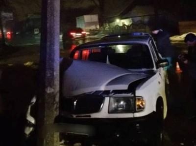 В Черновцах п  пьяный водитель врезался в электроопору: на Мира исчезло уличное освещение - фото
