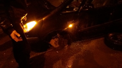 У Чернівцях автівка потрапила у глибоку яму: Продан став свідком і не допоміг постраждалим - фото