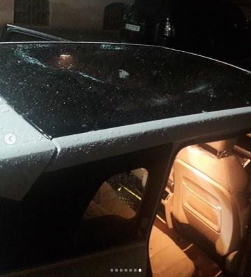 Крижана брила розтрощила елітне авто у Чернівцях: у міськраді знову проявили безсилля - фото