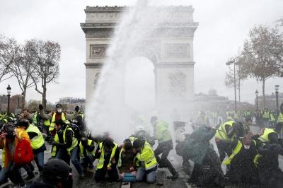"""Міністр фінансів Франції назвав протести """"катастрофою для економіки"""""""