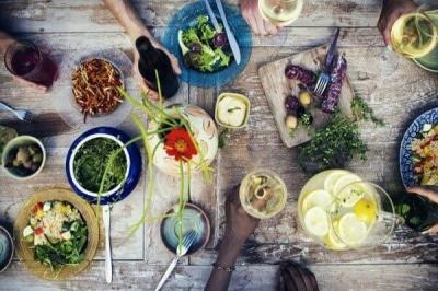 Чим харчуватися, щоб не було зморшок: 14 корисних продуктів