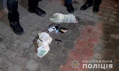Поліція затримала двох телефонних шахраїв, які видурили в чернівчанки понад 8 тисяч доларів