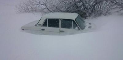 Водіїв попереджають: дороги замете товстим шаром снігу