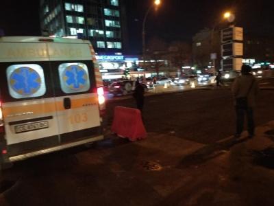 У Чернівцях чоловік розбив голову, впавши з дерев'яного помосту на розритому проспекті - фото