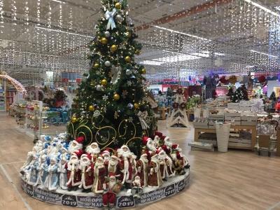 Які новорічні іграшки цього року в моді: у Чернівцях стартував святковий ярмарок