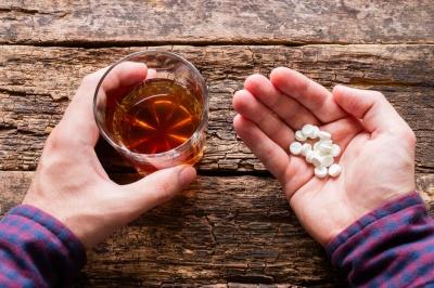 5 напоїв з якими не варто змішувати ліки