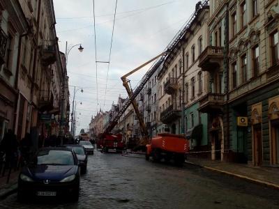 Центр Чернівців перекрито через масштабну пожежу на Франка