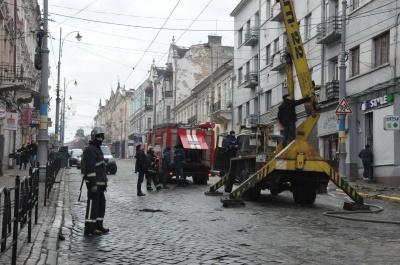 Поліція відкрила провадження за фактом пожежі в центрі Чернівців