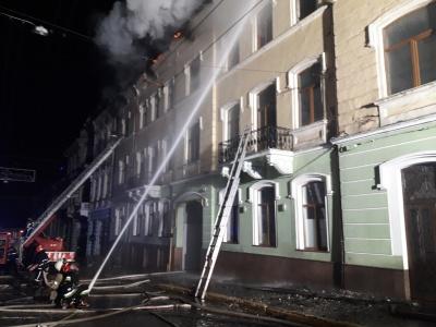 Пожежу в центрі Чернівців ліквідовували 8 годин, - рятувальники