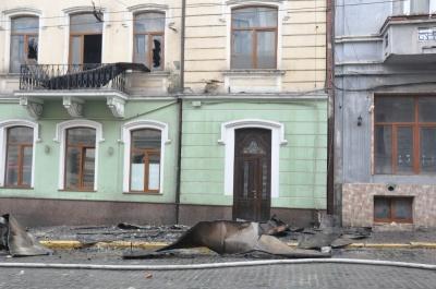 Пожежа в центрі Чернівців: фахівці виявили перевищення оксиду вуглецю в трьох сусідніх квартирах