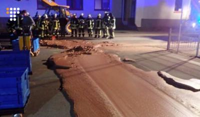 На фабриці в Німеччині на асфальт вилилося близько тонни шоколаду