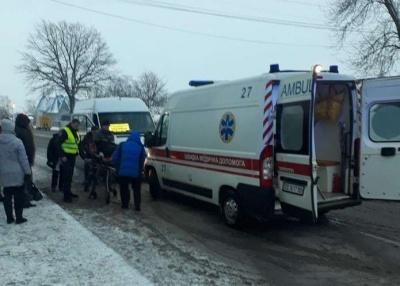 У Мамаївцях маршрутка на ожеледиці збила пішохода: жінку госпіталізували