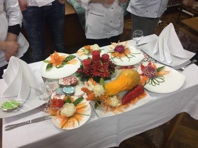 Як прикрасити новорічний стіл: у Чернівцях студенти показали майстер-клас - фото