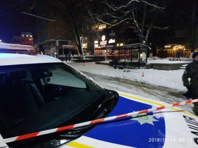 Вночі у центрі Чернівців поліція шукала вибухівку - фото