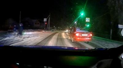 На Буковині п'яний водій врізався у легковик і втік з місця ДТП - відео