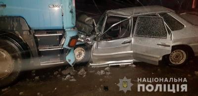 Вантажівка врізалась у легковик: в поліції розповіли деталі ДТП на Буковині