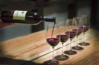 Як правильно вибрати вино для вечері