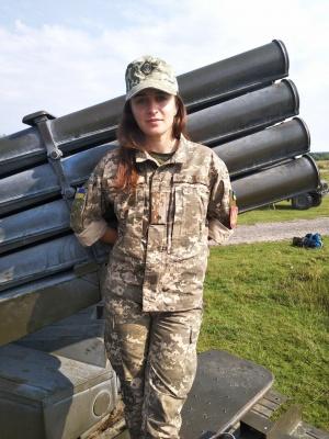 Стріляє з міномета і командує чоловіками: буковинка служить артилеристом