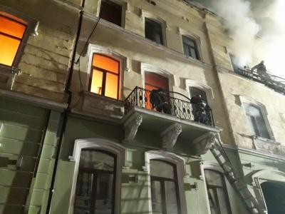 Не підпал. Назвали причину масштабної пожежі у будинку в центрі Чернівців