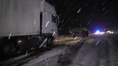 На Буковині рятувальники відбуксирували зі снігових заметів сім автівок та автобусів