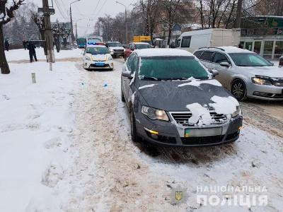 У Чернівцях Volkswagen збив пішохода: потерпіла отримала численні травми