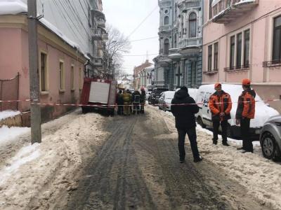 У центрі Чернівців шукали вибухівку: вулицю Шкільну тимчасово перекрили - фото