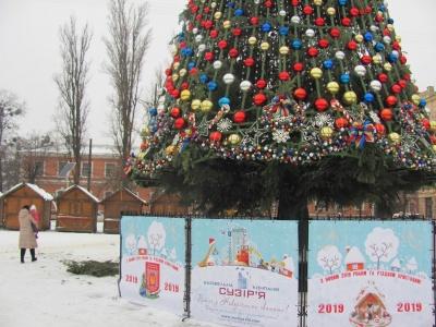 У Чернівцях відкривають головну новорічну ялинку міста - пряма трансляція