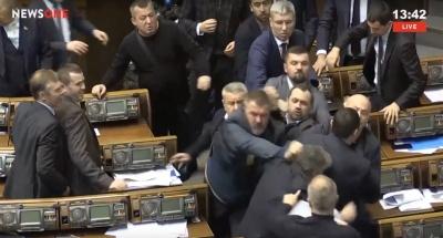 У Раді побились Опоблок і Народний фронт - відео