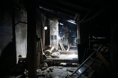 Запах гореного й суцільна сажа: як виглядає будинок у Чернівцях після пожежі