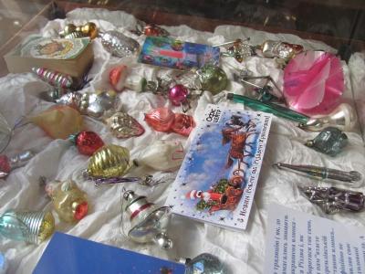 Як виглядали новорічні іграшки австрійського та румунського періоду в Чернівцях