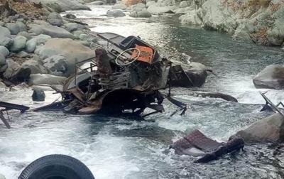 У Непалі автобус зі студентами впав в ущелину